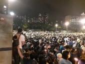 Tienanmen, Hong Kong in migliaia manifestano sfidando Pechino