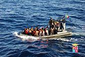 Migranti, continuano gli sbarchi